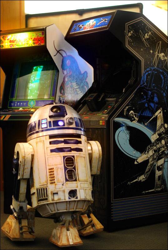Artoo plays Star Wars