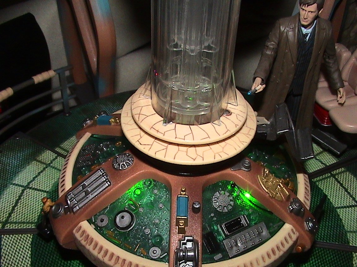 doctor who tardis playset 2006 thelogbook com toybox doctor who tardis playset photo copyright 2007 earl green thelogbook com