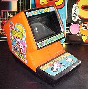 Donkey Kong Jr. game - photo copyright 2000 Earl Green / theLogBook.com