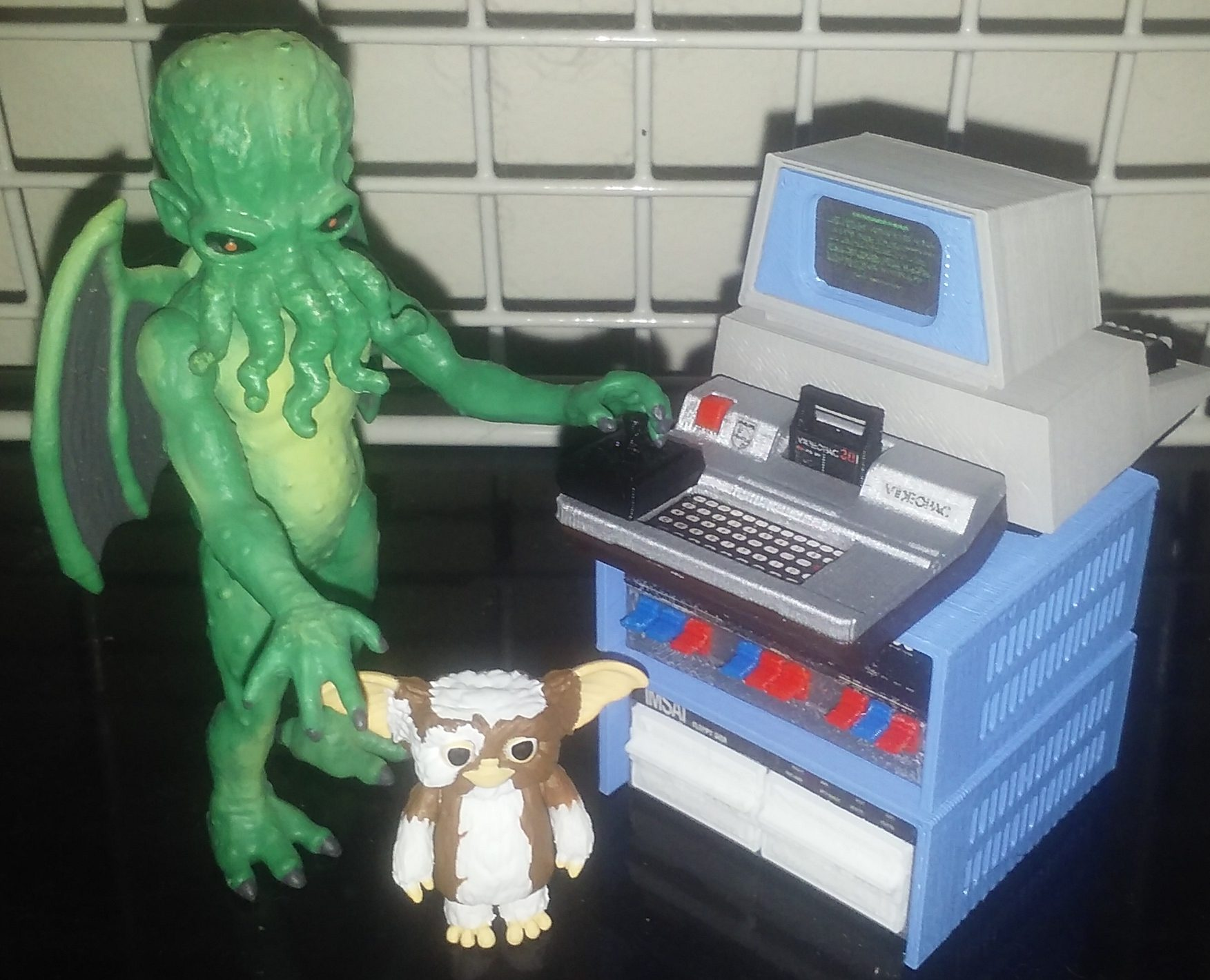 Cthulhu plays Videopac with Gizmo